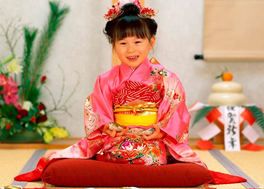 ребенок в национальном костюме